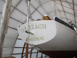 Applying vinyl letter for a boat name, lettering a boat